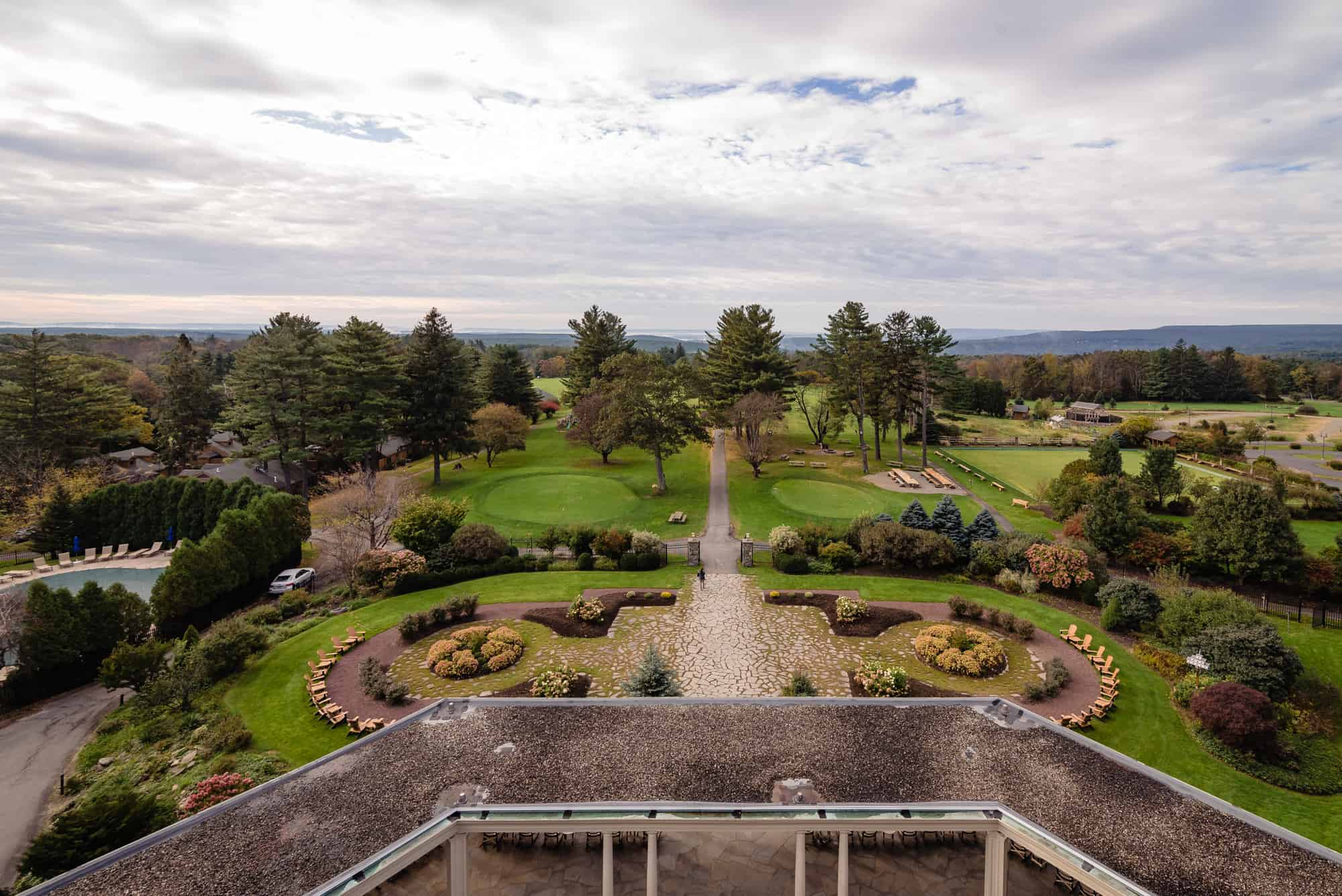 Image of the grounds of Skytop Lodge October 2018