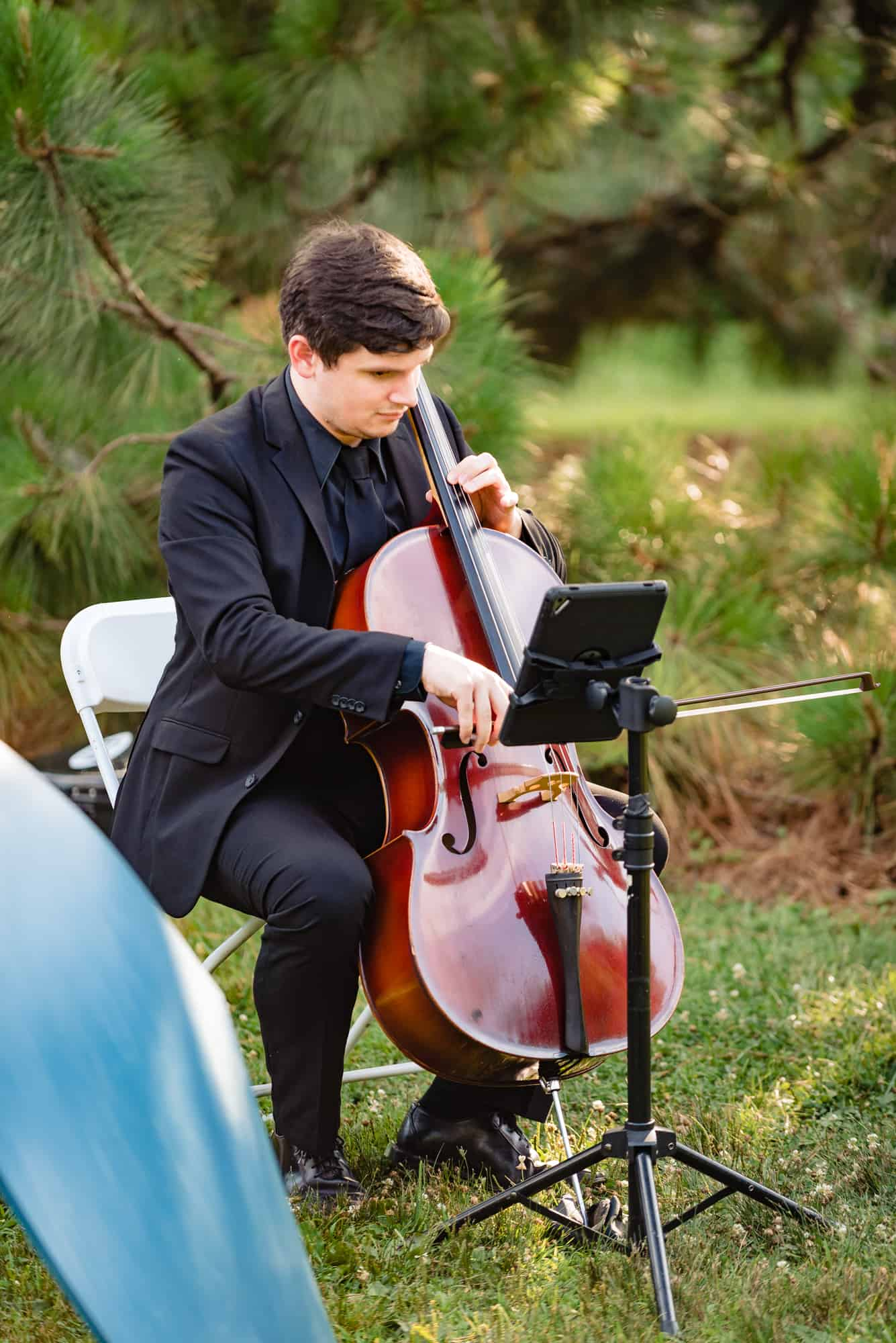 cellist playing wedding recpetion music